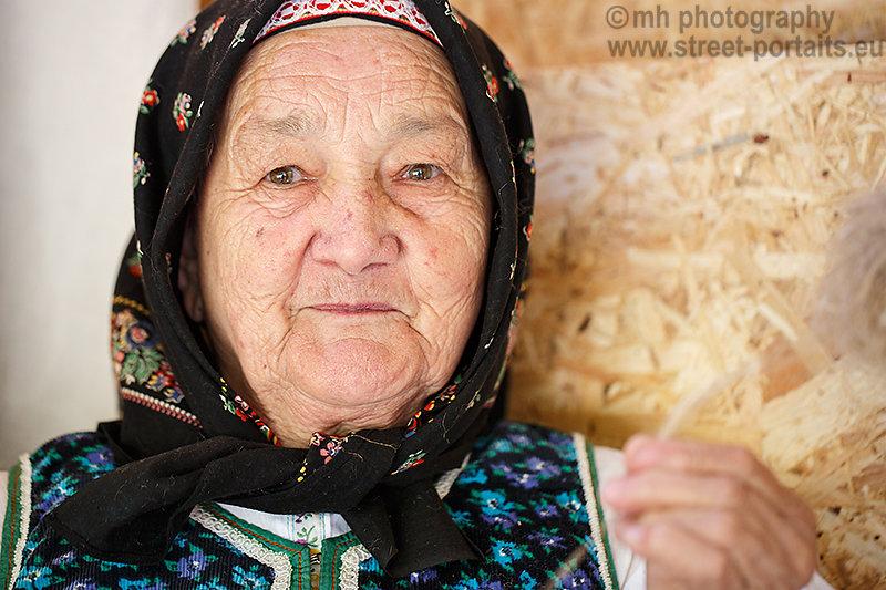 spinning lady - hontianska paráda - hrušov - slovakia